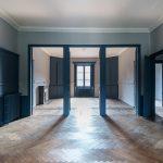 Défiscalisation immobilière. Salon intérieur + salle à manger non meublé avec fenêtre au centre.