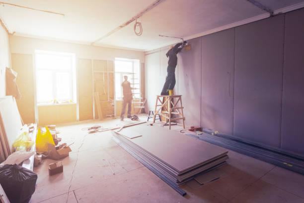 Achat appartement avec travaux. Intérieur d'appartement en cours de rénovation.