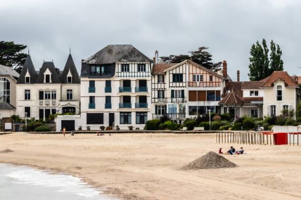 Immobilier la Baule. Plage de sable de la Baule avec en arrière plan les maisons