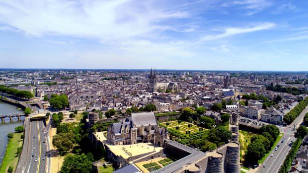 Achat appartement Angers. Vue aérienne de Angers avec le château au premier plan puis la ville derrière